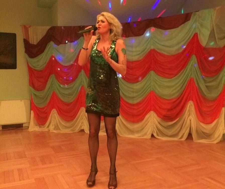 Koós Réka sztárvendég előadása a Hotel Vécsecityben
