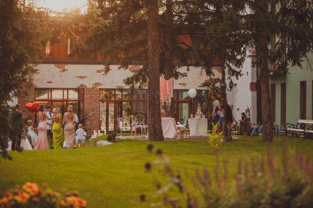Esküvői hangulat naplementében