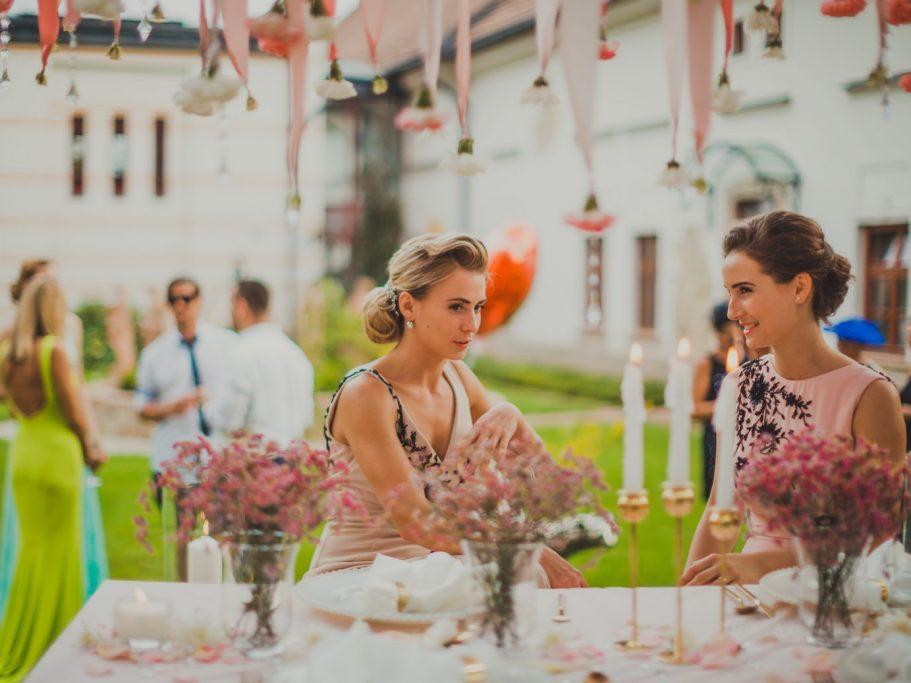 Esküvő a kastélykertben