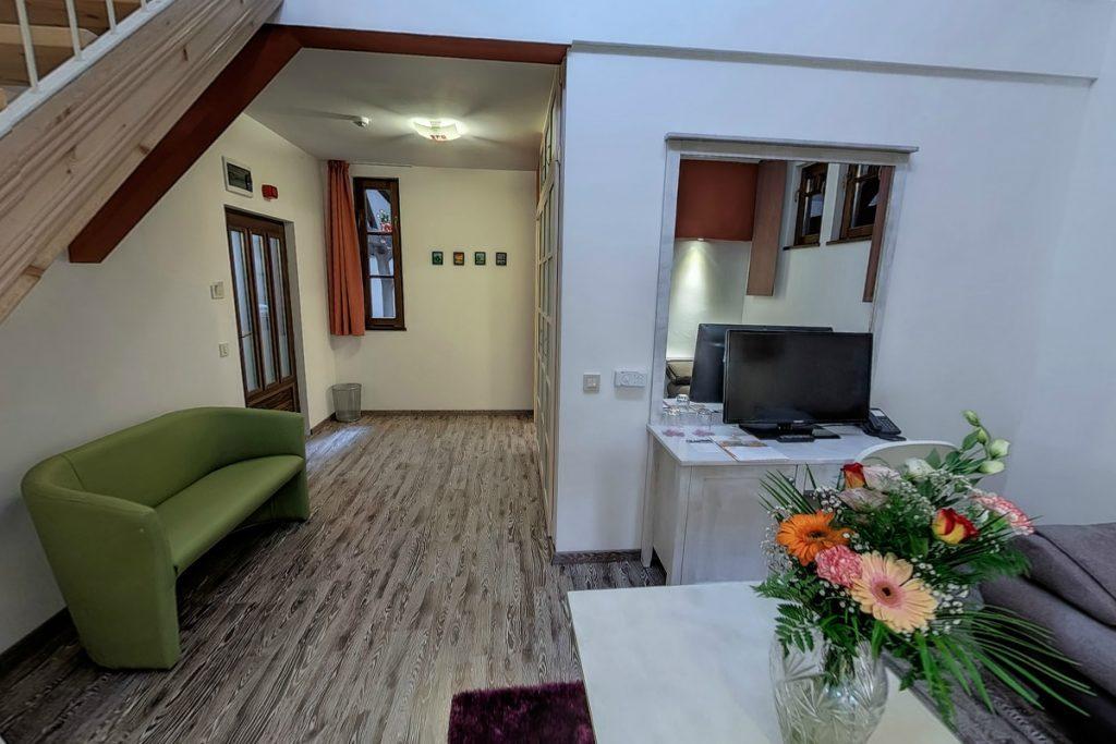 City apartman bejárat és nappali