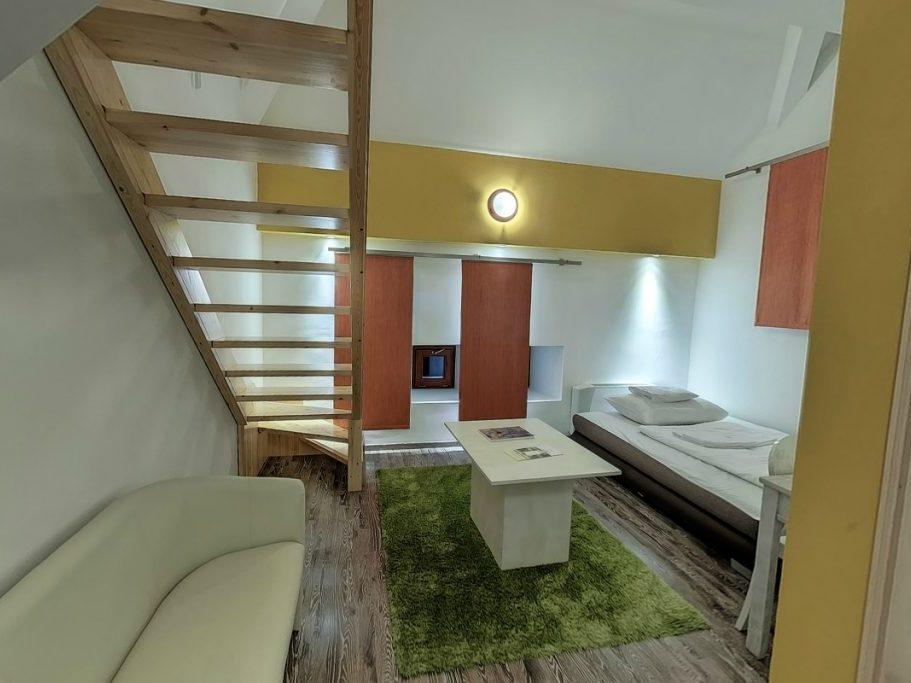City apartman földszintje a nappalival