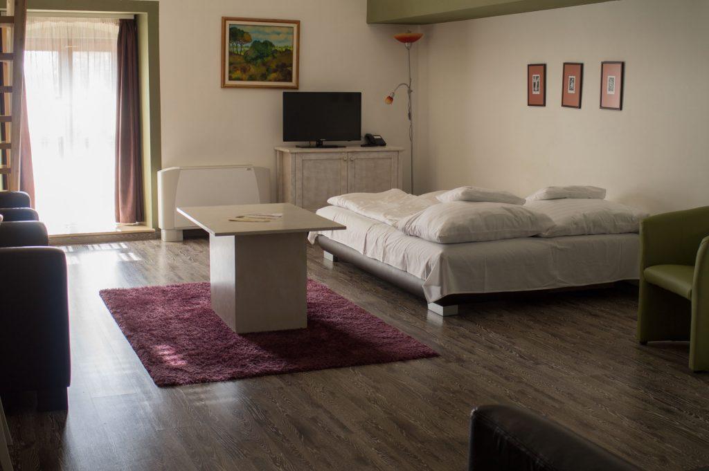 City apartman nappali kihúzható kanapéval a gyerekek részére