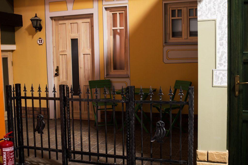 City apartman terasz és bejárat