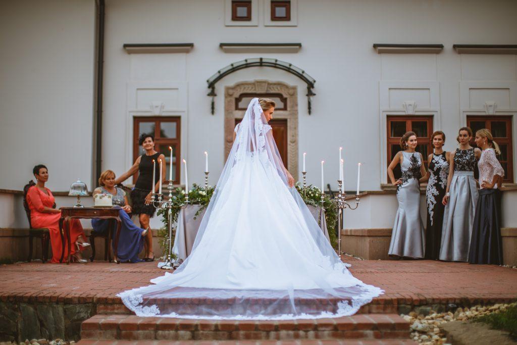 Esküvői fotózás a kastélyban