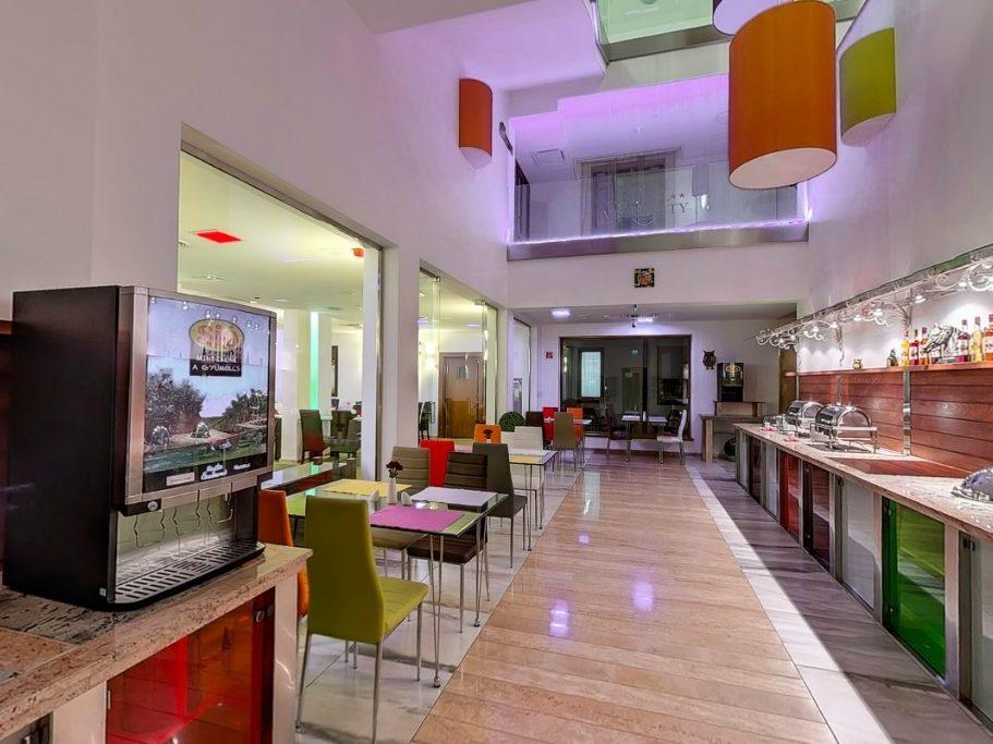 Étterem: svédasztalos reggeli és vacsora felszolgáló tér