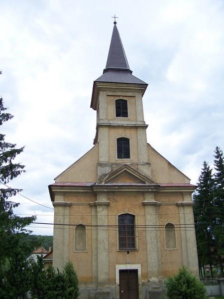 Hernádvécse római katolikus temploma szállodánkkal szemben helyezkedik el