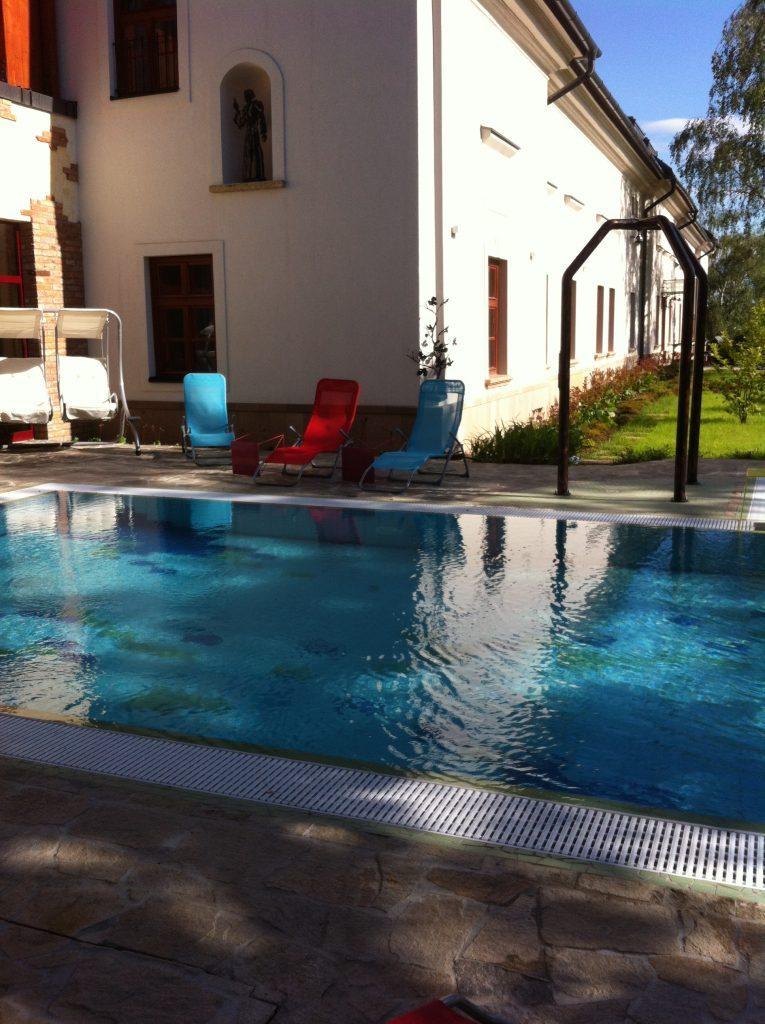 Kültéri úszómedencénk