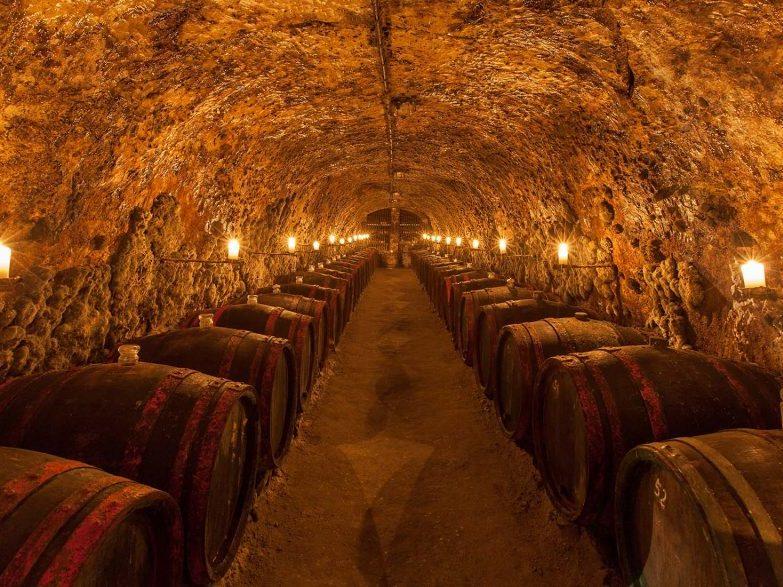 Látnivalók: Tokaj borospincék