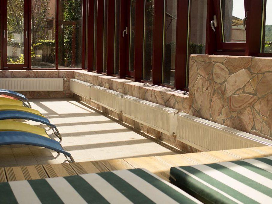 Wellness napozó terasz panorámával