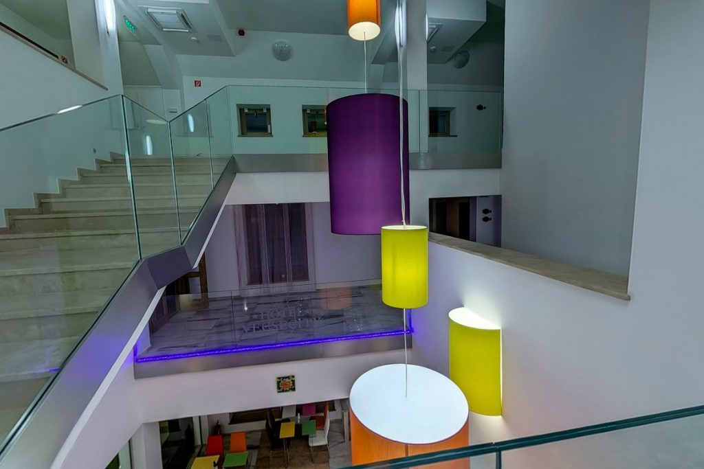 Zöld ház 1. emelet és lelátás az étteremre